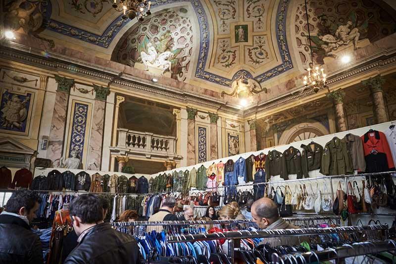 vintage market in milan